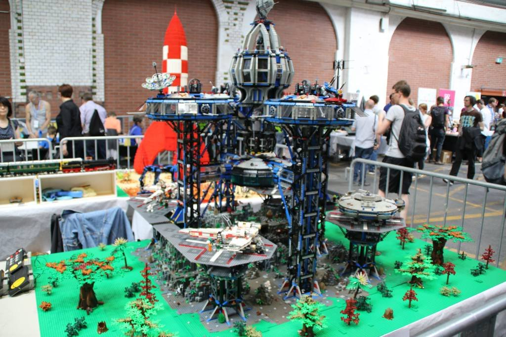 maker-faire-berlin-2017-012-lego-star-wars-station