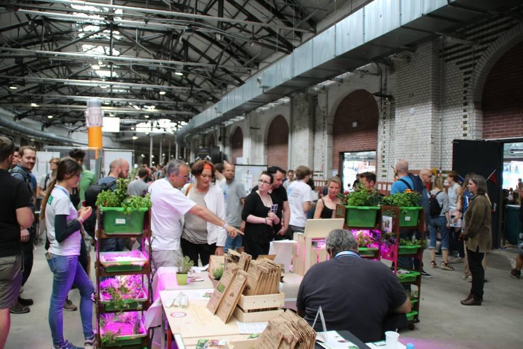 maker-faire-berlin-2017-073-biopic-stand-von-hinten