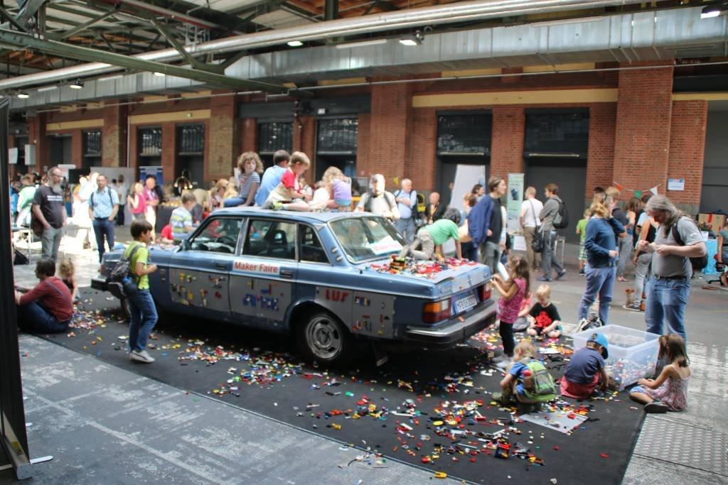maker-faire-berlin-2017-110-volvo-lego-car