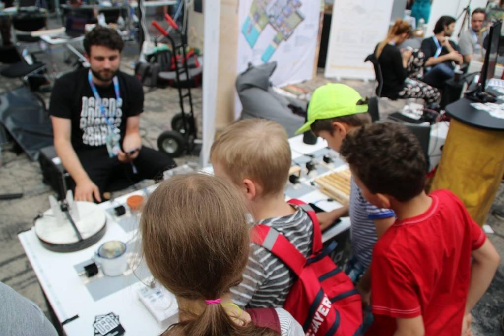 maker-faire-berlin-2017-184-kinder-musik-elektronik