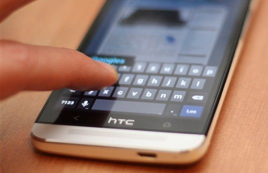 HTC One mit Google Tastatur