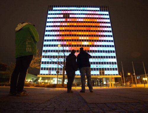 Tetris und Breakout spielen auf dem Uni-Hochhaus in Kiel